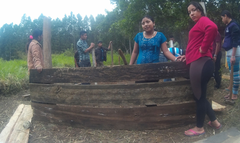 Students from Casa de la Esperanza (Instituto Maya Ococh Hik'eek) working on agricultural project in an isolated village.